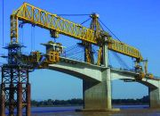 Balanced cantilever erection with launching gantry