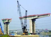 Balanced cantilever erection with cranes